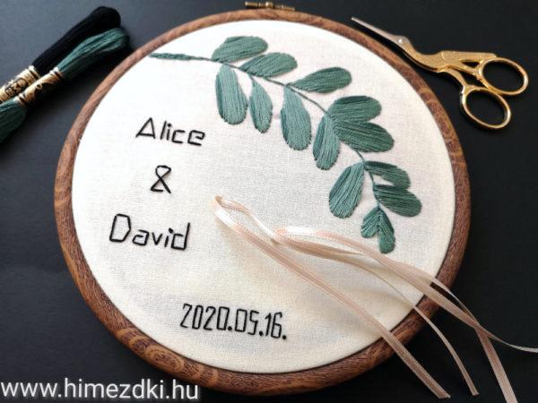 hímezdki-műhely-hímzettgyűrűtartó-gyűrűpárna-nászajándék-hímzett-hímzetttermék-esküvőre
