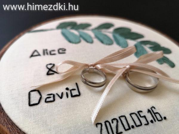 hímezdki-műhely-hímzettgyűrűtartó-gyűrűpárna-nászajándék-hímzett-hímzetttermék-esküvőre-ajándék